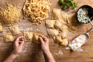 Eat with locals: Pasta cooking class
