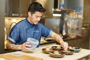 Eat with locals: Cours de cuisine avec un gagnant de masterchef / cooking class with a ...