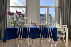 Eat with locals: Homemade cheese lunch and city tour