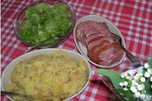Eat with locals: Echine de porc fumée accompagnée de roïgabrageldis