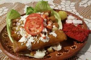 Eat with locals: Cena de enchiladas