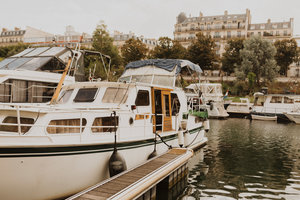 Manger chez l'habitant: Organic superfoods with startup guys in a paris boat