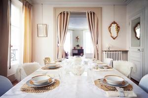 Eat with locals: Carine a paris: un repas français, chic et cosy à 2 pas des champs elysées