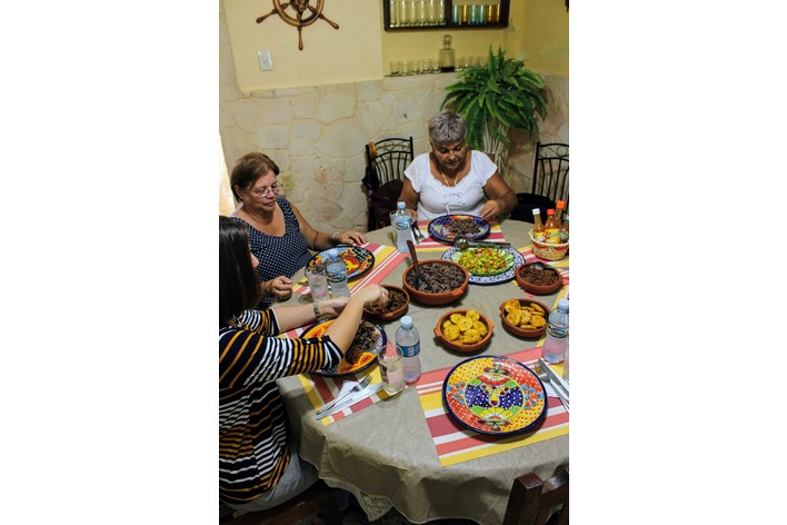 Cook your own meal in a cuban colonial home