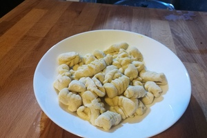Eat with locals: We prepare the gnocchi