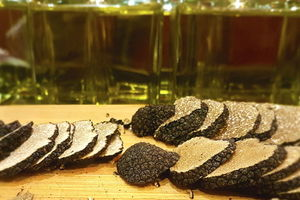 Eat with locals: Course truffle dinner with wine pairings