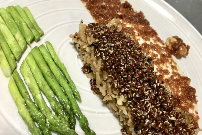 Red quinoa on thai spicy chilli and stir fried asparagus- minimum 3 pax.