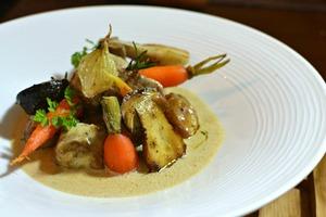 Eat with locals: Blanquette de veau a la francaise