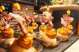 Eat with locals: Spanish wine and tapas gastrotour