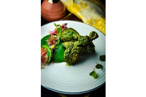 Eat with locals: Palak and methi chicken set