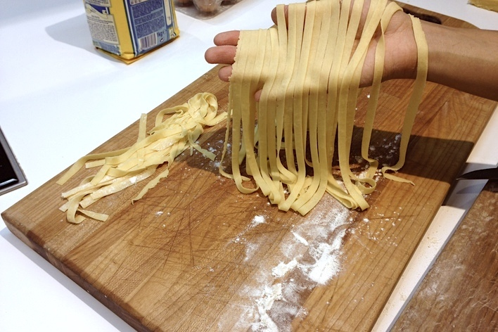 Pasta like a pro! (cooking class and sitdown meal)