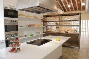 Eat with locals: Lóleo: tapas cooking class in a secret venue
