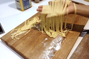 Manger chez l'habitant: Pasta like a pro! (cooking class and sitdown meal)